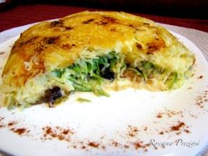 batata suiça recheada com abobrinha, gorgonzola, cebola caramelizada e ameixas